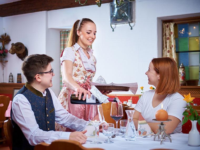 Fröhliches Beisammensein in Ihrem Restaurant Gäubodenhof
